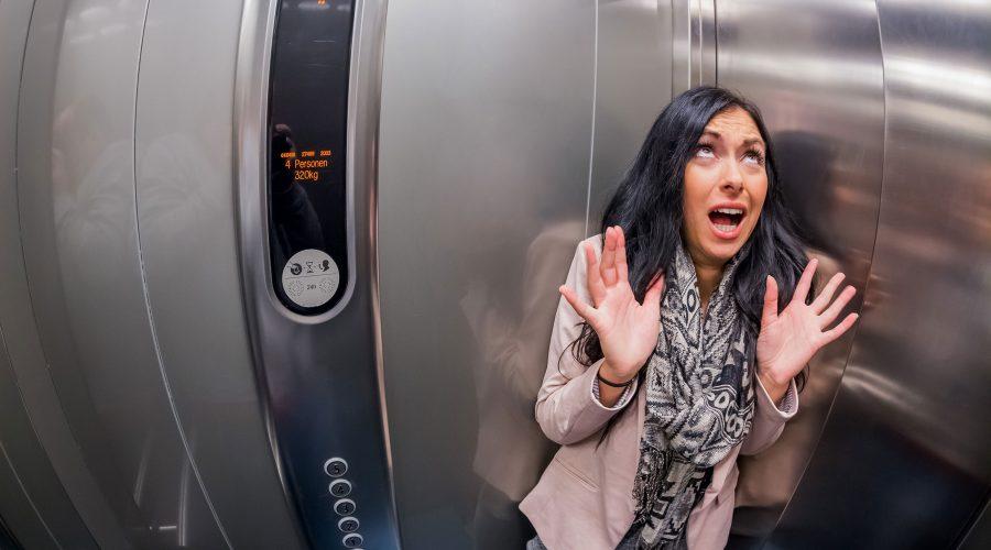 Situaciones en las que no debes usar el ascensor
